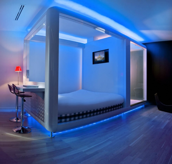 6090_0_sgpw_qbic_hotel_amsterdam_wtc_-_cubi_lila_big