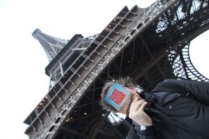 Nos pés da Torre Eiffel