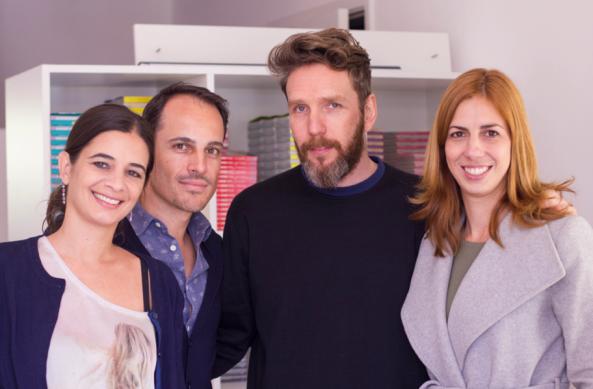 Fernanda, Vicente e Patricia, sócios da Pulp Edições, com Alexandre Herchcovitch, autor do novo guia lançado pela editora.