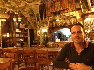 Super decoração de bazar oriental no Armenian Tavern