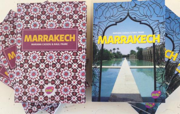 O guia MARRAKECH tem duas capas diferentes. Na verdade, a versão mosaico é uma sobrecapa.